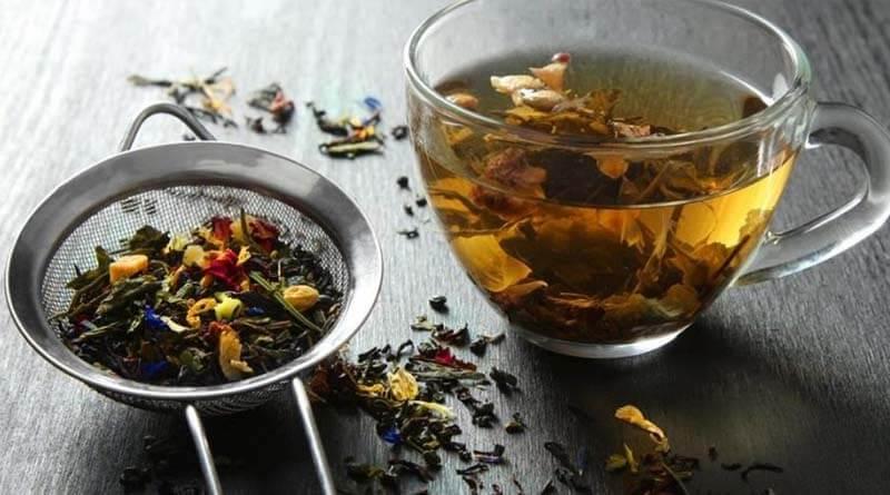 Öksürüğü geçirmek için bitki çayı