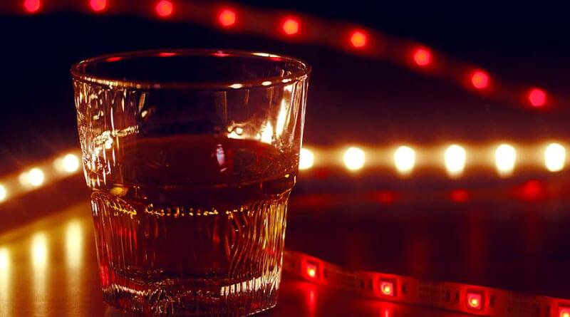 Viski enerji içeceği ile içilmez